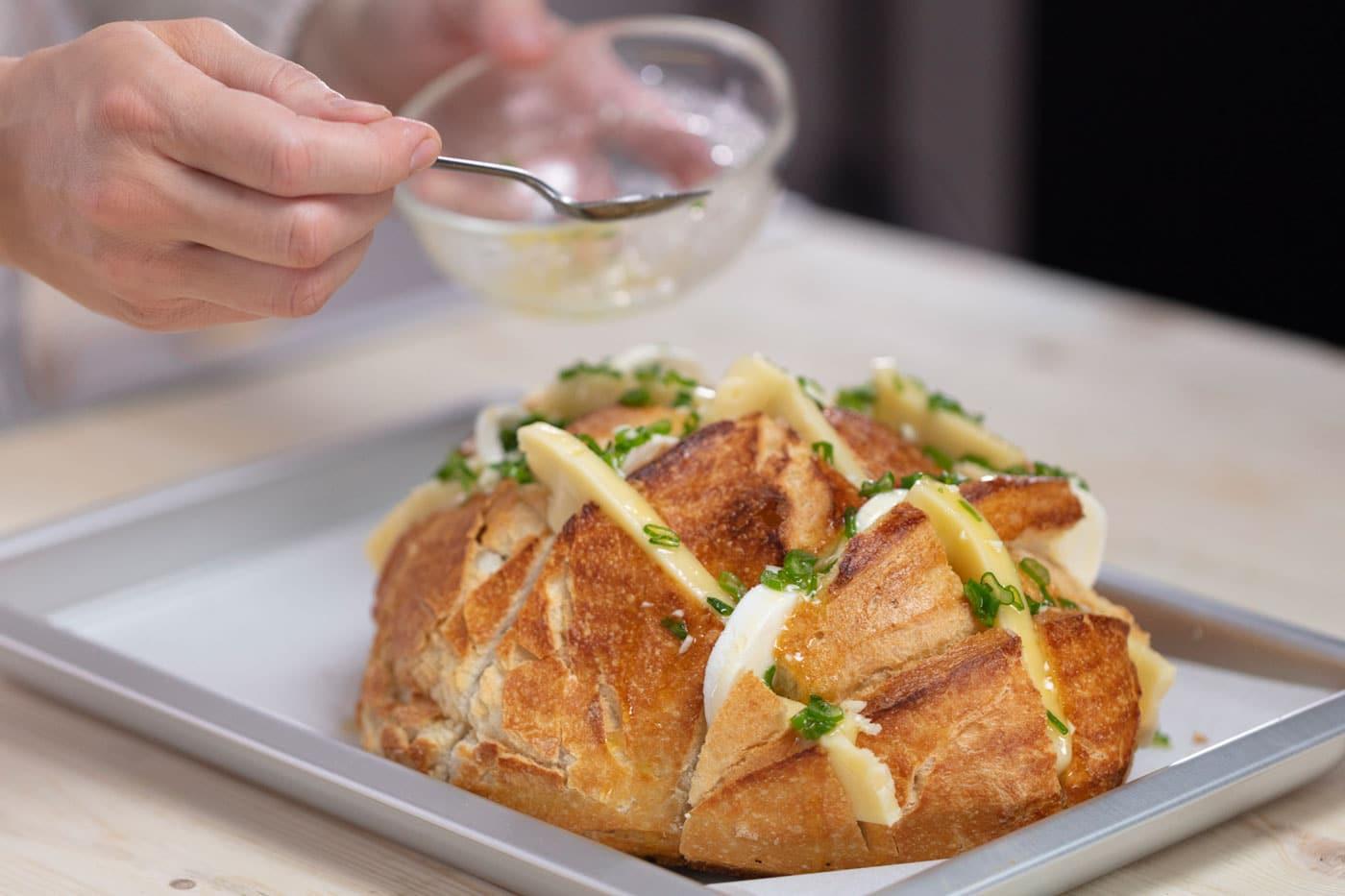 zapeceni hleb sa topljenim sirom